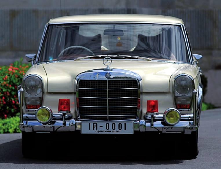 รถยนต์พระที่นั่ง พระบาทสมเด็จพระปรมินทรมหาภูมิพลอดุลยเดช   600 SWB 1966 หมายเลขทะเบียน 1ด-0001  / Picture from : facebook.com/Happybenz
