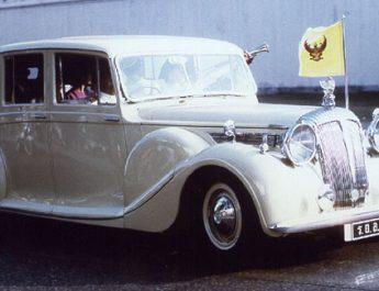 รวมภาพ รถยนต์พระที่นั่งของ ในหลวง ร.9